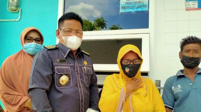 Isak Tangis Tak Terbendung, Dua Warga Meuraxa Terima Rumah Bantuan Baitul Mal Kota Banda Aceh