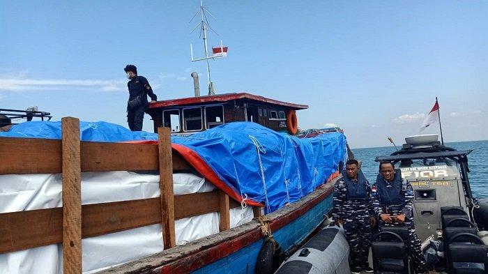 Tim Gabungan Amankan 300 Karung Pakaian Bekas di Perairan TBA, Begini Kronologis Penangkapannya