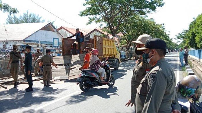 Satpol PP dan WH Banda Aceh Bongkar Bangunan Liar di Jalan Kakap