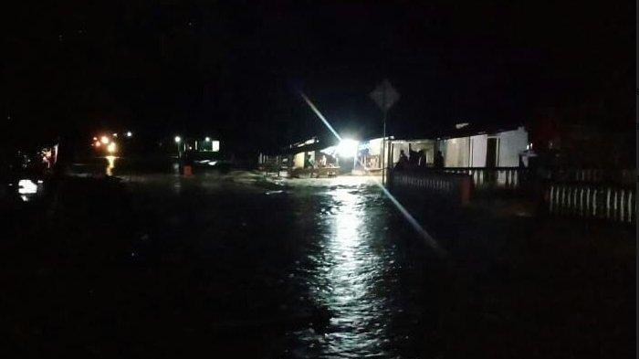Banjir Tiba-Tiba Dimalam Hari, Panikkan Warga Suro-Singkil