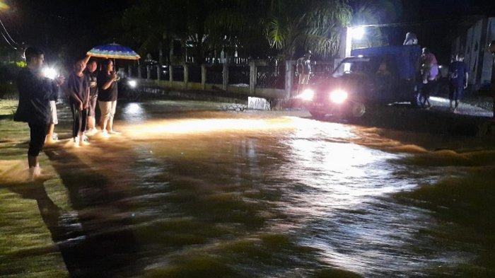 Banjir Mendadak Kejutkan Warga Seumantok Saat Berbuka Puasa