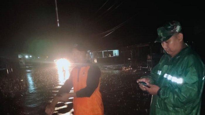 Jelang Tengah Malam, Banjir di Badan Jalan Singkil - Subulussalam Berangsur Surut