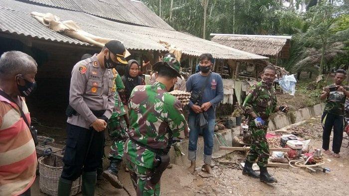 Kapolres Lhokseumawe Antar Sembako untuk Warga Korban Banjir di Desa Lancok
