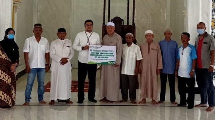 Bank Aceh Syariah Langsa Bantu Rp 50 Juta untuk Pembangunan Masjid Quba Gampong Sidorejo
