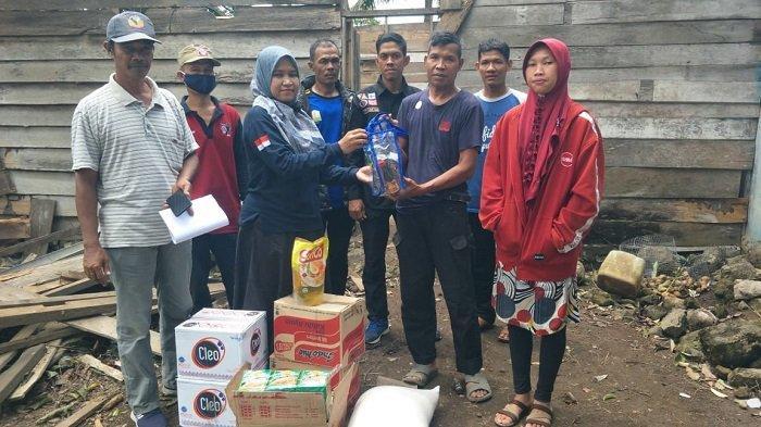 Dinsos Aceh Besar Salurkan Bantuan untuk Korban Angin Kencang di Saree