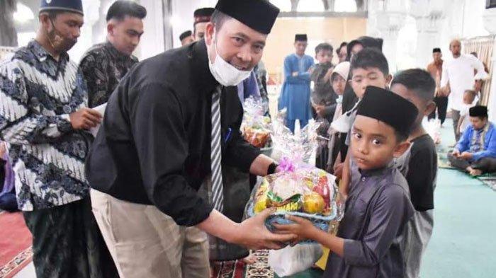 110 Anak Yatim di Kecamatan Bukit Terima Santunan Tahap II