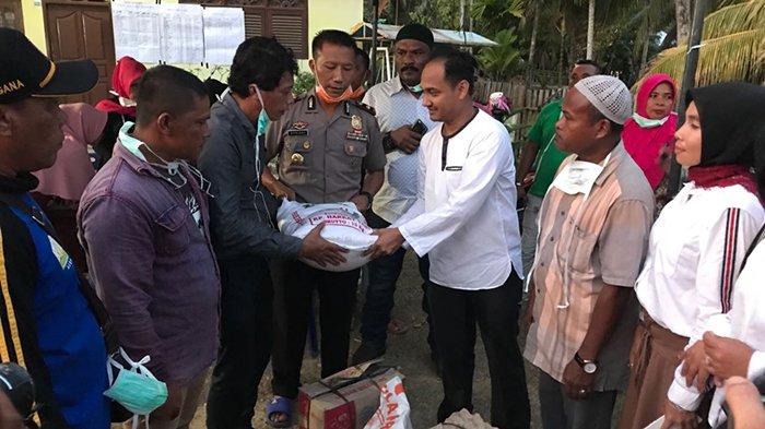 Senator Aceh Serahkan Bantuan untuk Korban Ledakan Sumur Minyak Ranto Peureulak