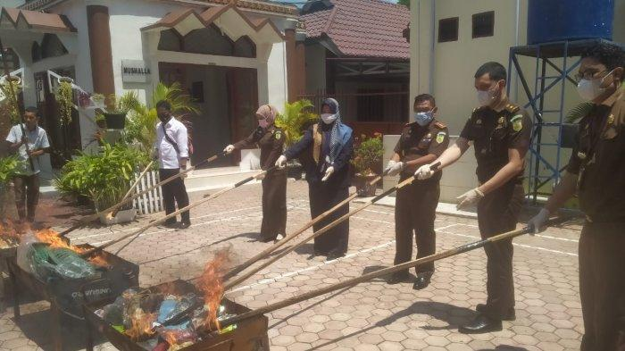 BB dari 35 Perkara Inkrah Dimusnahkan Kejari Aceh Timur
