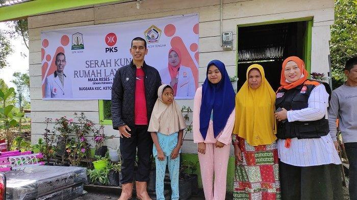 Bardan Sahidi dan Susilawati Rehab Rumah Janda Kurang Mampu di Kampung Buge Ara