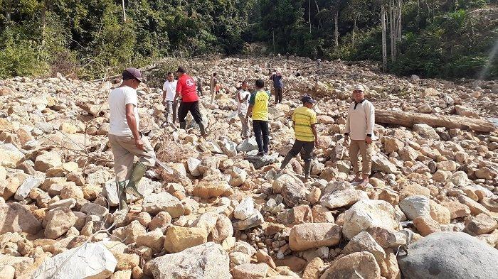 Alur Krueng Batee Tertutup Bebatuan, Tiga Gampong di Trumon Tengah Terancam