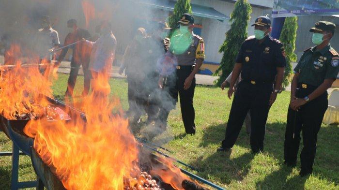 Bea Cukai Lhokseumawe Musnahkan 73,680 Ton Bawang Ilegal Asal Thailand dan Malaysia