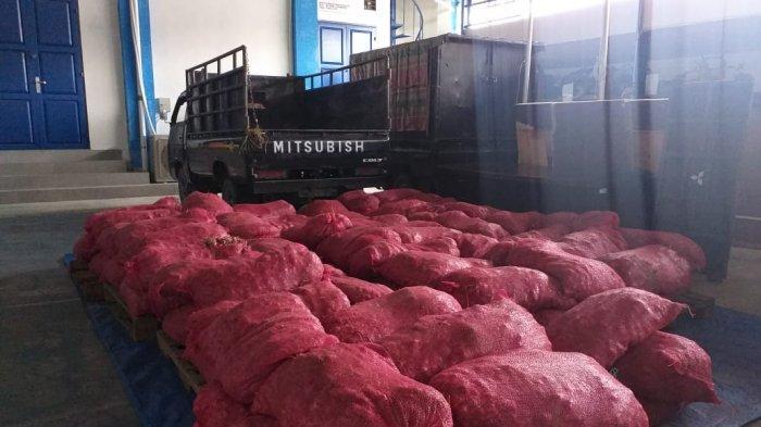 Disopiri Oknum Aparat, Bea Cukai Langsa Amankan 100 Karung Bawang Merah Ilegal Asal Thailand