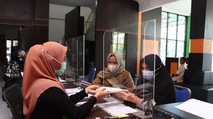 Mantan Direktur RSIA Tunaikan Zakat Pribadi Melalui Baitul Mal Aceh
