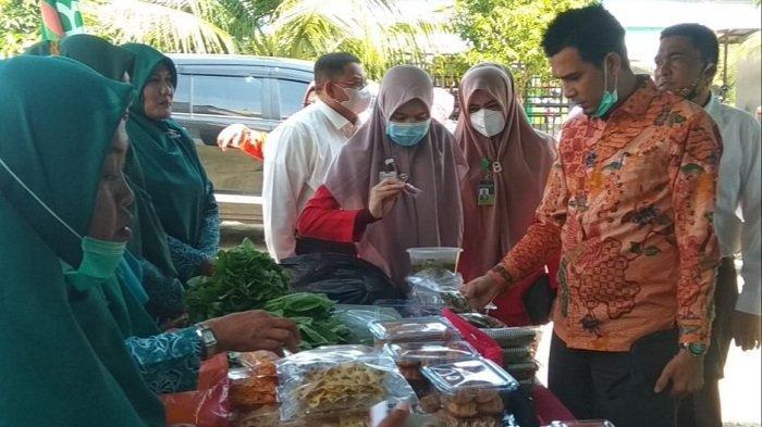 Dukung UMKM, Pimpinan Bank Aceh Syariah Bireuen Beli Aneka Produk Kreasi Ibu PKK Kuala