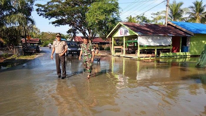 Banjir Rendam Jalan Menuju Ibu Kota Singkil
