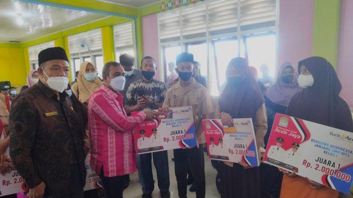 Beri Beasiswa Untuk 16.543 Siswa, Pemkab Aceh Jaya Gelontorkan Rp 9,8 Miliar