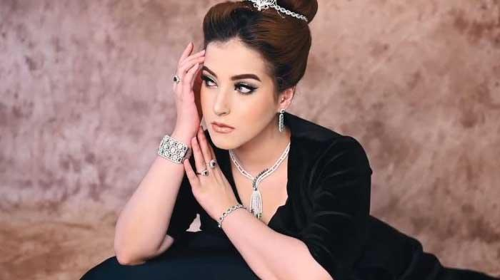 Meskipun Tasya Farasya seorang lulusan Kedokteran Gigi, ia mengaku jika passionya lebih mengarah ke dalam bidang kecantikan.