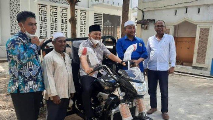 Dayah Darul Huda Terima Bantuan Sepmor Operasional Kebersihan dari Pemko Langsa