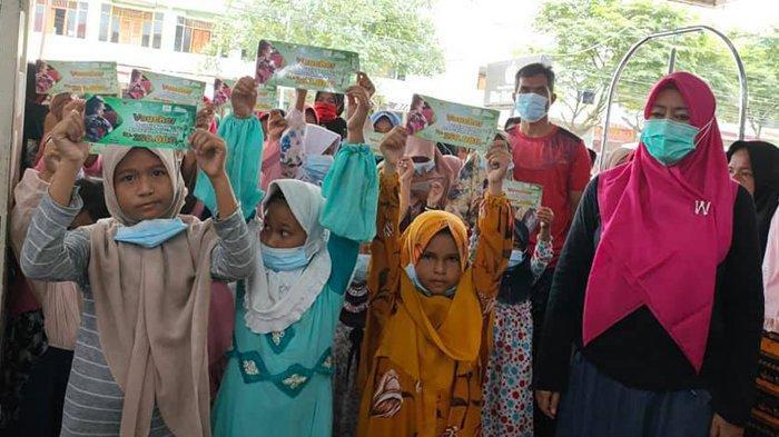 108 Anak Yatim dan Duafa Belanja Baju Baru Bersama Komunitas Pidie Mengajar
