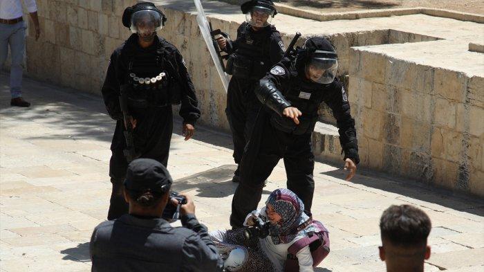 Pasukan Israel Menyerbu Kompleks Al-Aqsa, Belasan Jamaah Terluka, Termasuk Tiga Penjaga Masjid