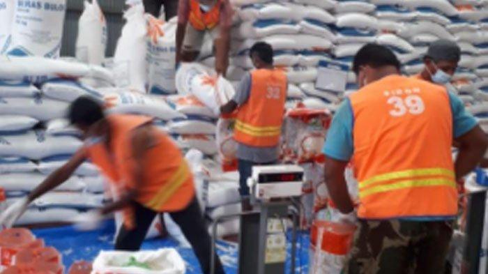 Bulog Aceh dan PT Pos Salurkan Beras Bantuan PPKM, Total  426.174 Kantong Beras