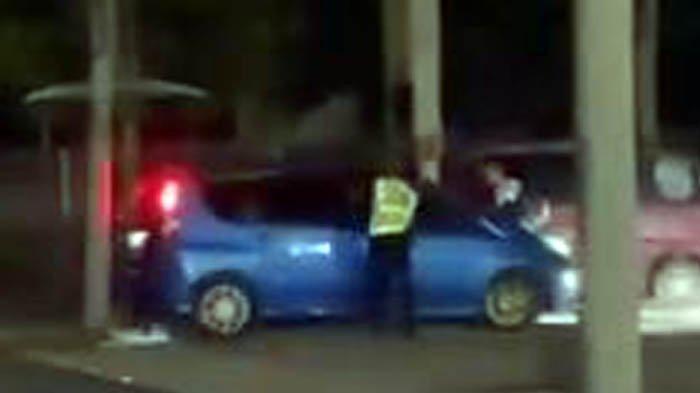 Bercinta dalam Mobil Karena Disebut tidak Mampu Sewa Hotel, Polisi Kejar Sampai Tersangkut