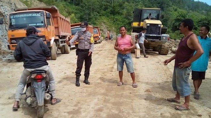 Sempat Tertimbun Longsor Sebulan Lebih, Arus Transportasi ke Tripe Jaya Kini NormalKembali