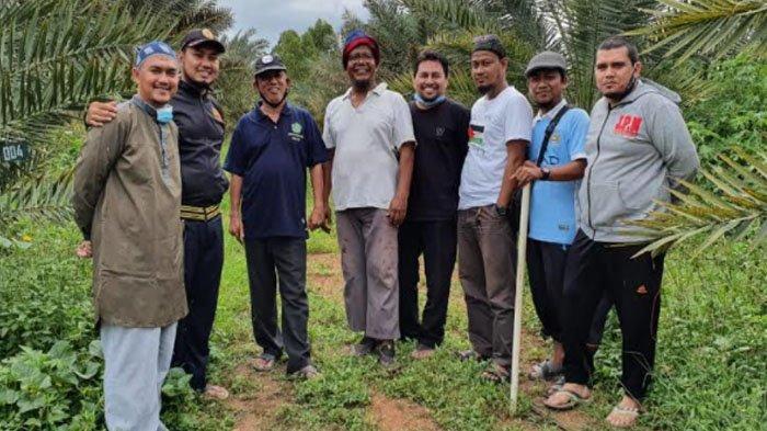 Dayah IQ Belajar Pengelolaan Wakaf ke Kebun Kurma Barbatee