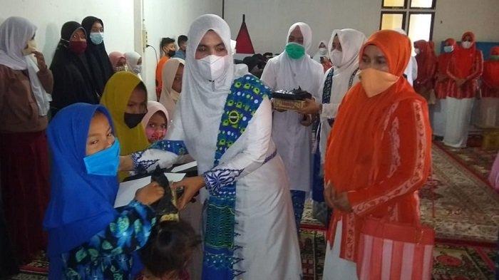 BKMT Bersama Dharma Wanita Persatuan Bireuen Santuni Puluhan Anak Yatim
