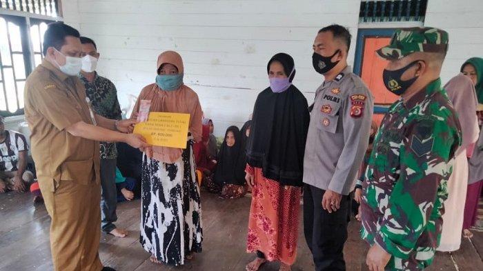 75 Keluarga di Desa Kliet Terima BLT Dana Desa Tahap I