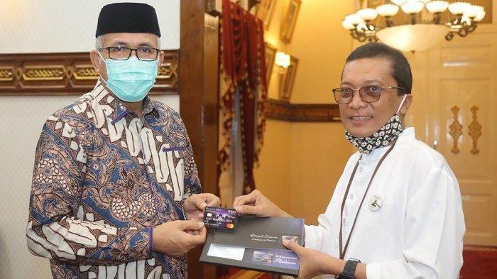 BNI Syariah Luncurkan iB Hasanah Card Berdesain Masjid Raya Baiturrahman, Ini Ciri Khasnya