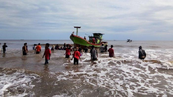 Awak Boat yang Tenggelam di Muara Kuala Baru Aceh Singkil belum Ditemukan