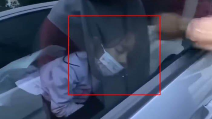 Bocah Terkunci Ketiduran dalam Mobil, Digoyang Bak Gempa juga Tak Bangun