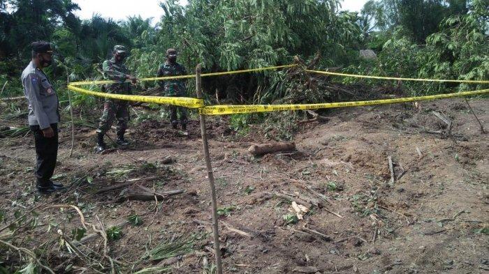 Operator Beko Temukan Benda Diduga Bom Saat Ratakan Tanah di Aceh Utara