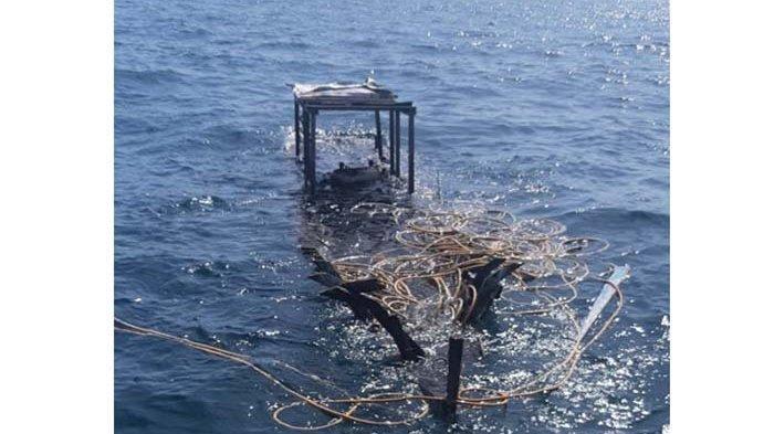 Perahu yang ditumpangi Sudirman dan Asmansur warga Teluk Nibung, Pulau Banyak, Aceh Singkil, hancur terkena bom ikan di kawan Ujung Batu, Minggu (6/6/2021)