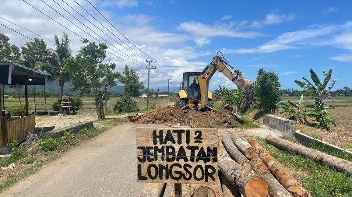 BPBK Abdya Perbaiki Jalan Berlubang di Susoh
