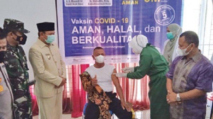 Bupati Tinjau Vaksinasi Jajaran Disdikbud Aceh Besar