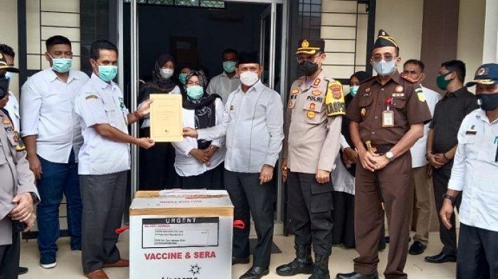 5.080 Vaksin Sinovac Tiba di Aceh Besar, Diterima Langsung Bupati Mawardi Ali