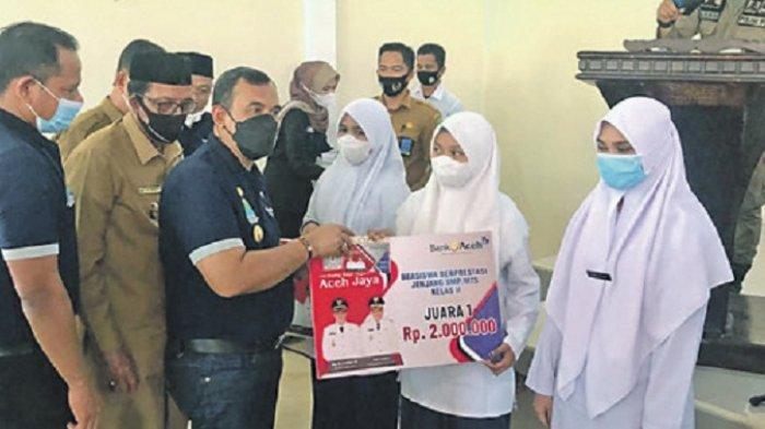 Dikirim ke Rekening Bank Aceh Syariah, 16.543 Siswa di Aceh Jaya Terima Beasiswa