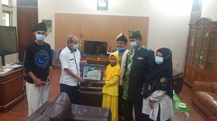 Taqy Jadi Anggota Kehormatan Klinik Pantun Nusantara