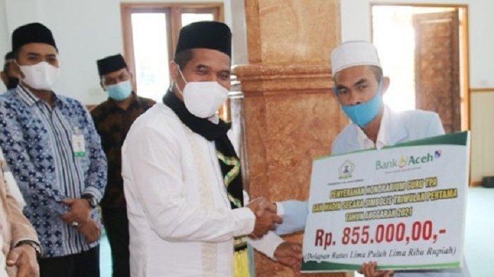 1.158 Guru TPA dan Maddin se-Bener Meriah Terima Honorarium