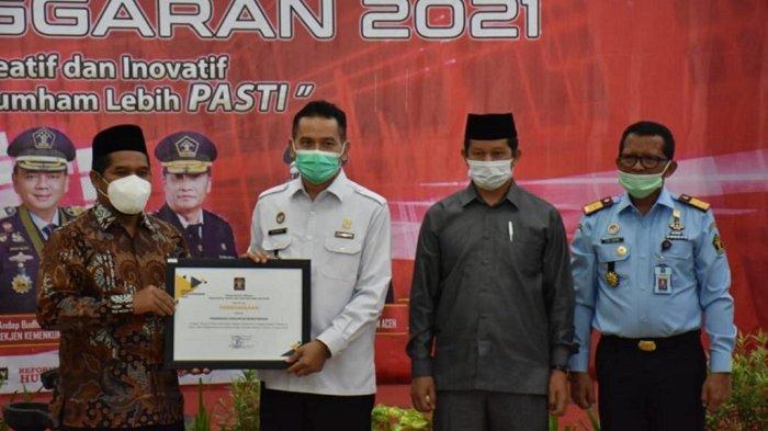 Bupati Sarkawi Terima Penghargaan dari Kementerian Hukum dan HAM