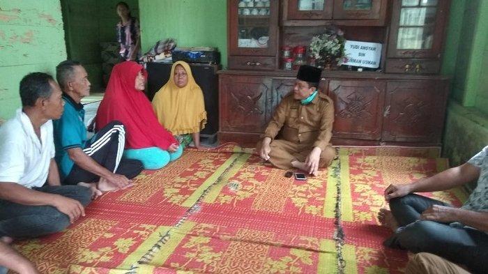 Camat Melayat ke Rumah Warga Meninggal karena Kecelakaan saat Pengeboran Minyak
