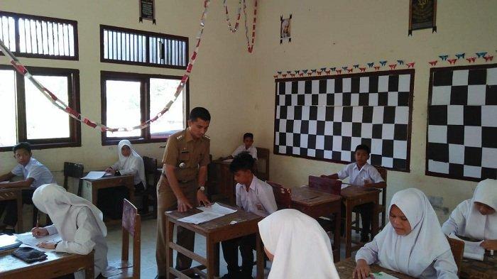 Camat Sawang Pantau Pelaksanaan Ujian Semester Genap