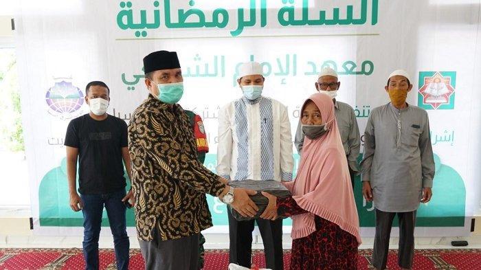 Warga Sibreh Terima 100 Paket Sembako dari Negara Kuwait