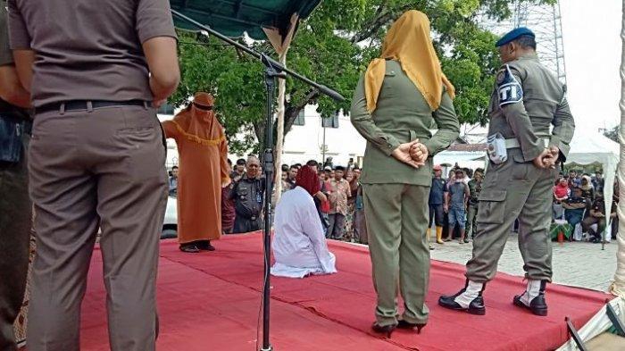 1 Wanita di Aceh Timur Berzina dengan 2 Pacar dalam Waktu Berbeda, Dicambuk Bersamaan 100-105 Kali