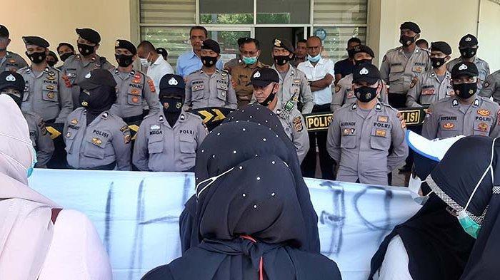 Cleaning Service RSUD Sigli Geruduk Kantor Bupati Pidie, Polisi Lakukan Pengamanan Ketat