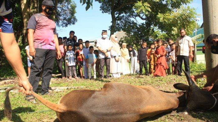 Dandim Qurbankan Satu Ekor Sapi di Asrama Kodim 0107/Aceh Selatan