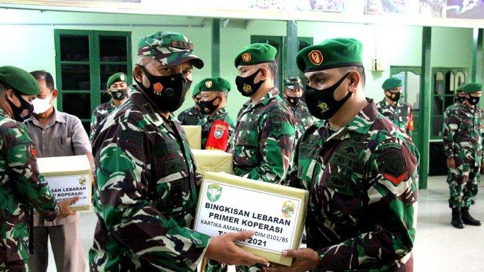 Dandim 0101/BS Berikan Paket Lebaran kepada Prajurit dan PNS, Sampaikan Pesan Begini