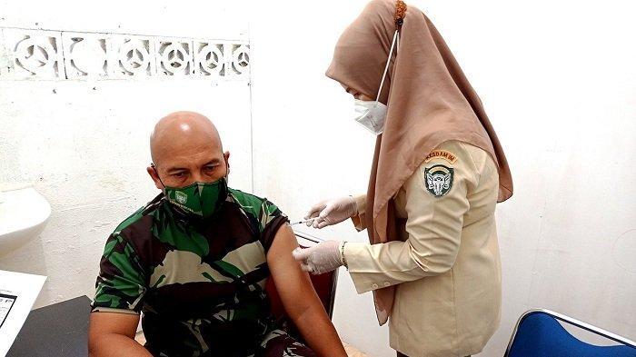 Dandim 0101/BS Lega Usai Disuntik Vaksin Covid-19 Tahap II ...